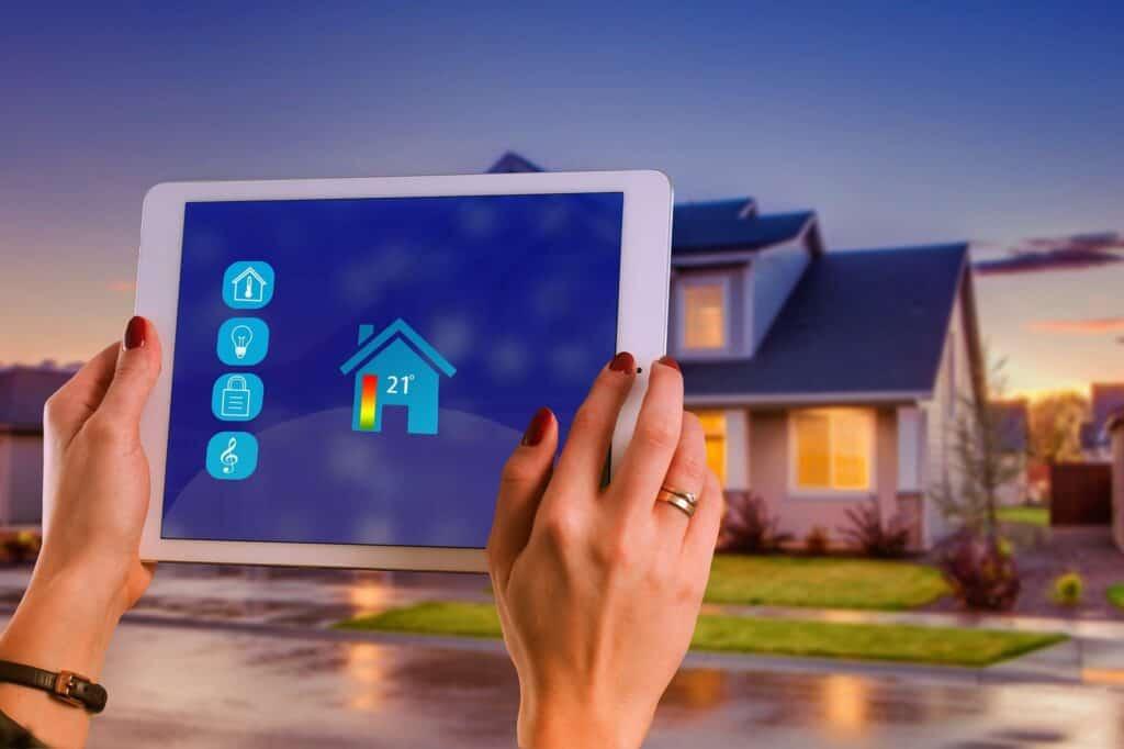Smart Home Technik hilft beim Strom sparen