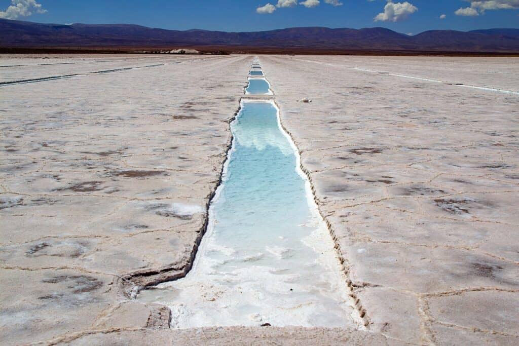 Salzwüste und Salzsee in Argentinien
